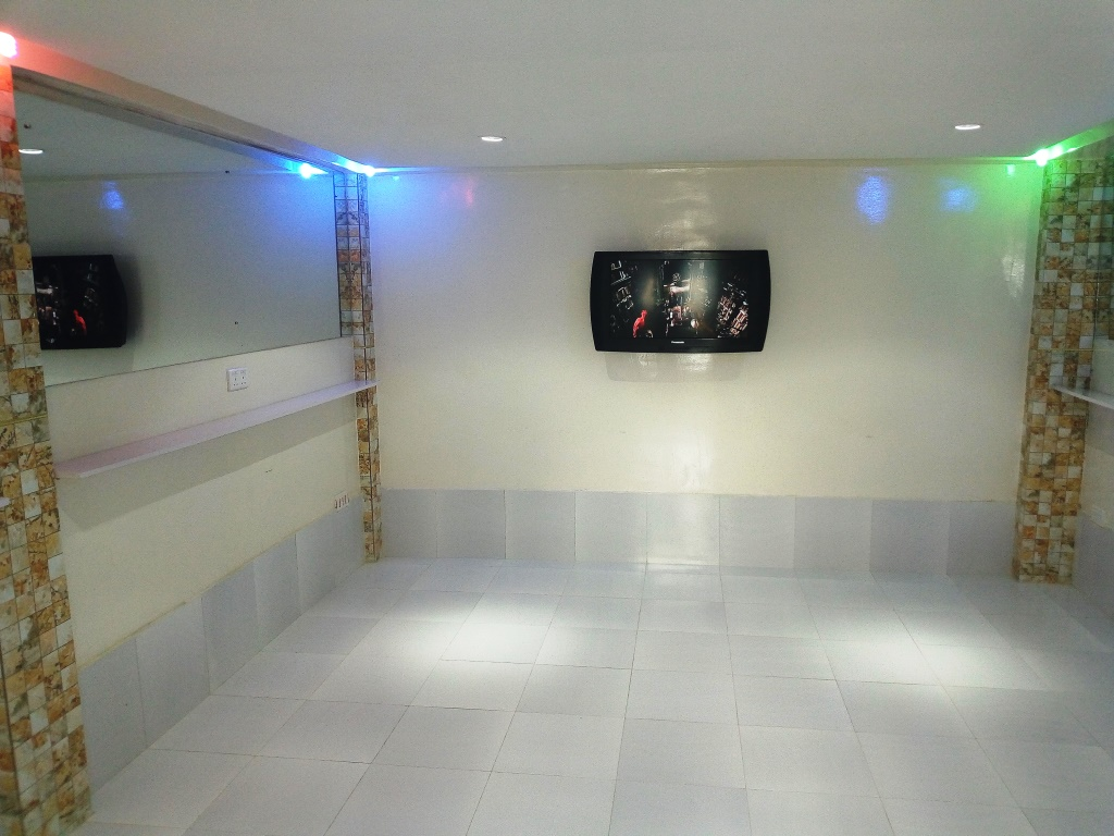 IKOYI FAIRVIEW – MULTI PURPOSE ROOM FOR SMALL PARTIES/MEETINGS FOR 25 PERSONS OR OFFICE FOR 6 NOS TABLES